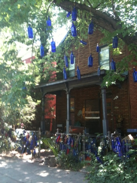 We ate at the wonderful Bluebird Cafe and then came across this house.